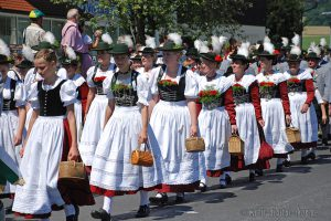 Trachtenumzug in Oberbayern